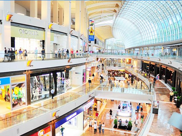 ショッピングモールがゆるやかな曲線